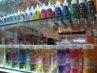 Bermacam-macam pewarna makanan dan taburan cake di stand Ani & Bluebell. Harga dekorasi sprinkle ini Rp 57.500 per botol. (Fitria Rahmadianti/Detikfood)