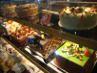 Bermacam-macam cake cantik di etalase terlihat menggoda. (Fitria Rahmadianti/Detikfood)
