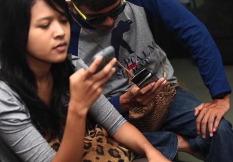 Ponsel Kelas Tanggung Masih Kuasai Indonesia