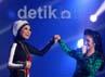 Penyanyi bertubuh mungil Rossa juga tampil duet bersama Siti Nurhaliza.