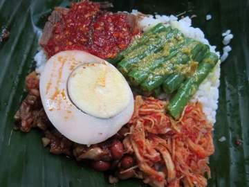 Kriiing! Nasi Bogana dan Nasi Bali pun Tersaji di Meja Kantor!