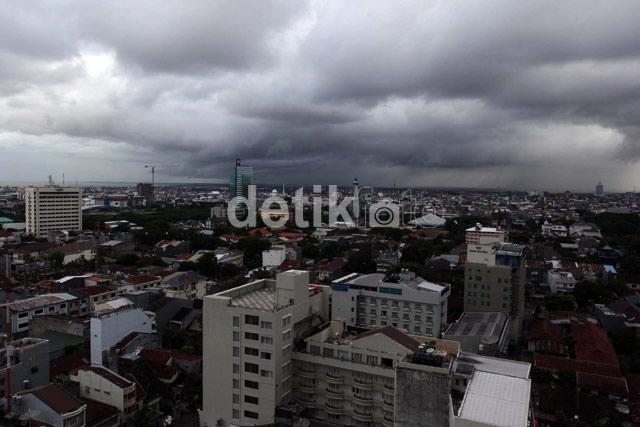 Mendung Gelayuti Makassar di Awal Tahun