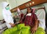Seorang pasien Kartu Jakarta Sehat (KJS) mendapat perawatan di Rumah Sakit Umum Daerah (RSUD) Tarakan, Jakarta Pusat, Kamis (3/1/2012).