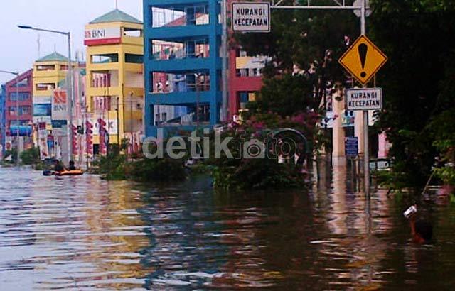 Banjir Rendam Pluit