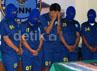 Para tersangka yang ditangkap adalah Sunardi (49), Yudi Setiawan (42), Gatot Setyo Irianto (52), Ahyat Malawat alais Ferry (41), Dio Rahma Putra Irianto (18), Evi Susianti (47) dan Muliati (43).