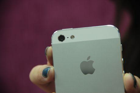 iPhone 5S Terbuat dari Plastik?