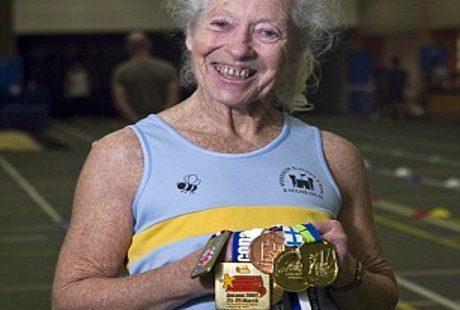 Luar Biasa! Nenek Lincah Ini Jadi Atlet Berprestasi di Usia 77 Tahun