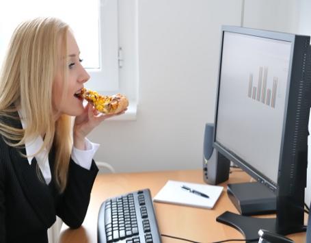 Gara-gara Makan Siang Tak Sehat, Camilan Sore Cenderung Berkalori Tinggi