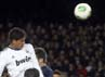 Satu gol Madrid lainnya dicetak melalui sundulan Raphael Varane. Sedangkan gol hiburan Barcelona diukir Jordi Alba. REUTERS/Albert Gea.