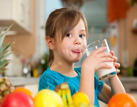 Minum Air Putih Memicu Anak Lebih Suka Sayuran
