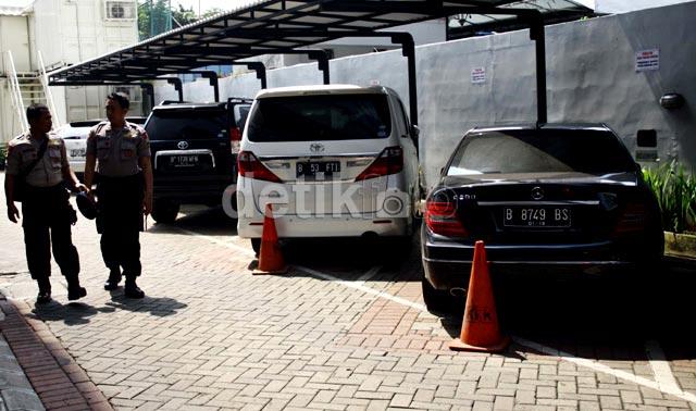 KPK Sita Empat Mobil Mewah Ahmad Fathanah