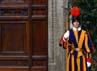 Pintu Kapel Sistina pun sudah ditutup sebagai tanda dimulainya pemilihan Paus. Reuters/Osservatore Romano.