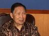 Founder Lippo Group DR. Mochtar Riady berbincang dengan Rektor Unhas Prof. Dr. dr. Idrus A. Paturusi Sp.B., Sp.OT (kanan) seusai penandatanganan Nota Kesepahaman dengan Fakultas Kedokteran Universitas Hasanudin Makassar di Ruang Rektorat Unhas Makassar. (dok Unhas)
