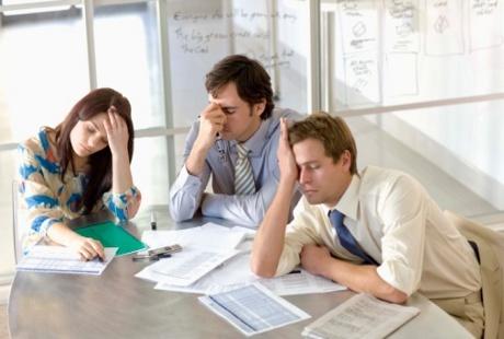 Stres di Tempat Kerja? Lakukan Hal Ini Saat Istirahat Makan Siang