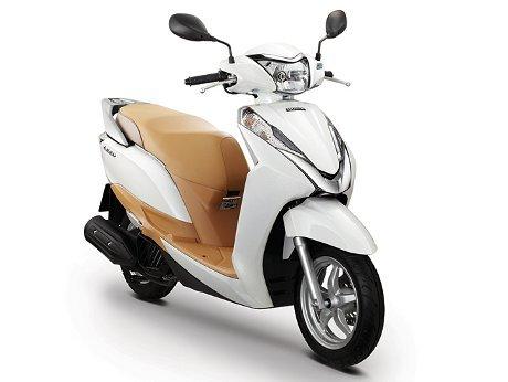 Bagasi Skutik Honda Ini Sanggup Muat 2 Biji Helm Full Face