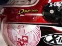Nama Indonesia, logo bendera Merah-Putih, dan gambar Burung Garuda, menempel di hel, Doni Tata. Walaupun membela tim 'asing' (Federal Oil Gresini Moto2), Doni tetap membawa nama negara di kancah internasional yang bergengsi ini.