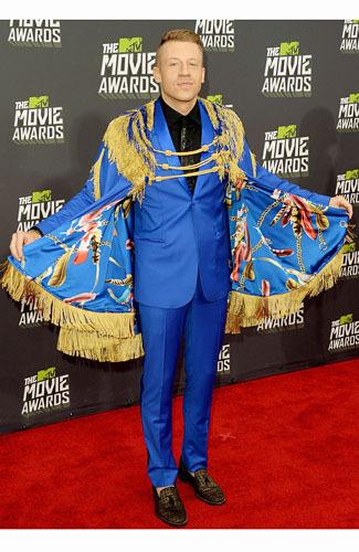 Seleb Pria yang Tampil Keren Hingga Salah Kostum di MTV Movie Awards 2013 3