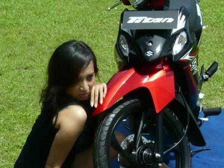 Suzuki Shooter Takkan Bunuh Titan