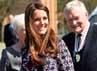 Walaupun tengah hamil enam bulan lebih, Kate Middleton tetap menjalankan tanggung jawab sosialnya. REUTERS/Paul Ellis/POOL.