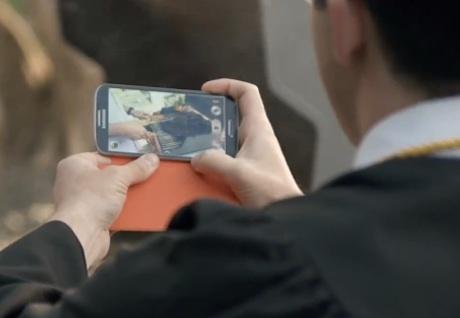 Iklan Samsung Galaxy S4 Kembali Sindir iPhone 5