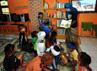 Relawan PT Sumberdaya Sewatama mendampingi anak-anak Kampung Adat Ciptagelar dalam kegiatan asik membaca. Aksi ini dilakukan sebagai tindak lanjut kegiatan PT Sumberdaya Sewatama untuk mendirikan energi mandiri melalui Rehabilitasi PLTMH di Ciganas. (Nadia Diposanjoyo).