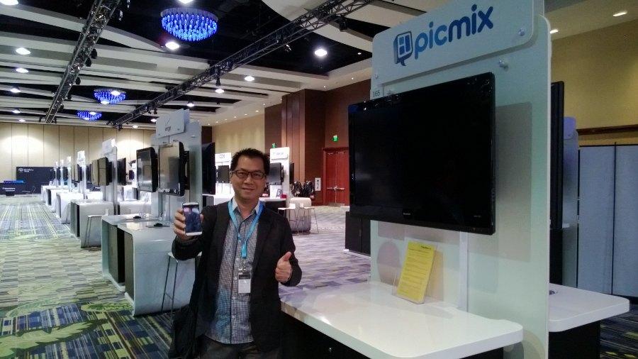 Calvin Kizana, Direktur Inovidea yang berada di balik pengembangan PicMix. Aplikasi ini pun baru meluncurkan update versi BlackBerry 10. Dimana dengan salah satu fitur barunya, user dapat berpartisipasi dalam kontes-kontes foto seru dan juga advanced custom frame. (kredit foto: Inovidea)