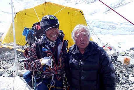 3 Kali Operasi Jantung, Kakek Ini Siap Jadi Pendaki Everest Tertua