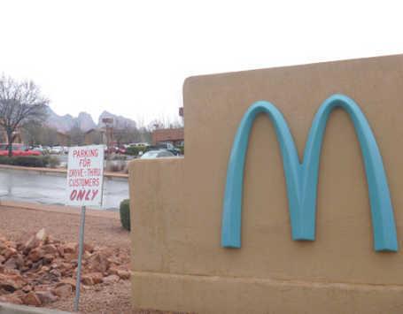Logo M di Gerai McDonalds Ini Tidak Berwarna Kuning