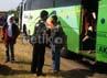 Bus yang terbukti melanggar langsung ditilang dan ditahan, sementara puluhan penumpangnya langsung diturunkan untuk berganti bus yang layak jalan.