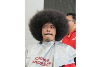 Ekspresi Eddy Brokoli Babat Habis Rambut Kribo Demi Dukung Pasien Kanker