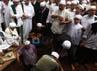 Habib Munzir dimakamkan di pemakaman Habib Kuncung yang berada di kawasan Rawajati.
