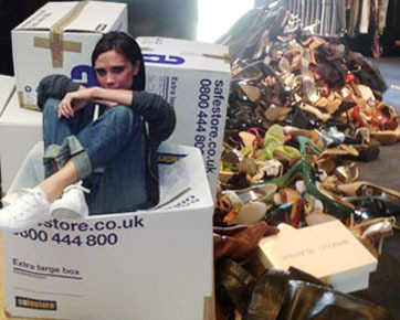 Foto: Vic Beckham Pamer Tumpukan Sepatu yang Disumbangkan Untuk Filipina