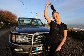 Anastasia IV, Wanita Berambut Super yang Bisa Menarik Mobil Seberat 4 Ton