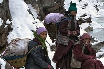 Potret Wanita Ladakh yang akan Melahirkan, 9 Hari Jalan Kaki di Gunung Es