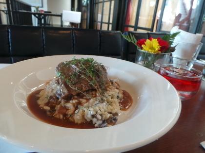 Menyantap Masakan Prancis dengan Suasana Menara Eiffel di Branche Restaurant