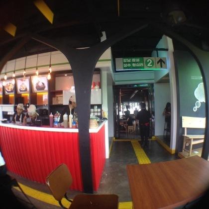Santap Es Serut dengan Suasana ala Subway Korea di Patbingsoo Alam Sutera