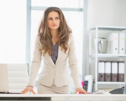 4 Pikiran Negatif yang Buat Wanita Tak Percaya Diri Mengejar Karier
