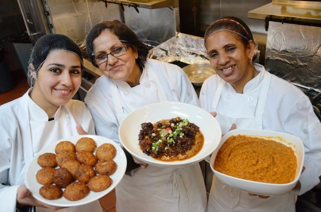 Layanan Antar Makanan Ini Pekerjakan Pengungsi Irak dan Nepal Sebagai Chef