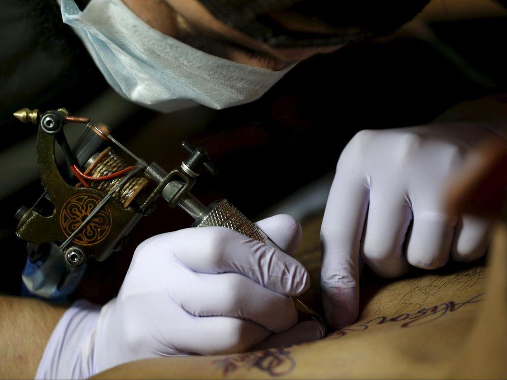 5 Risiko Kesehatan yang Harus Dipikirkan Sebelum Bikin Tato