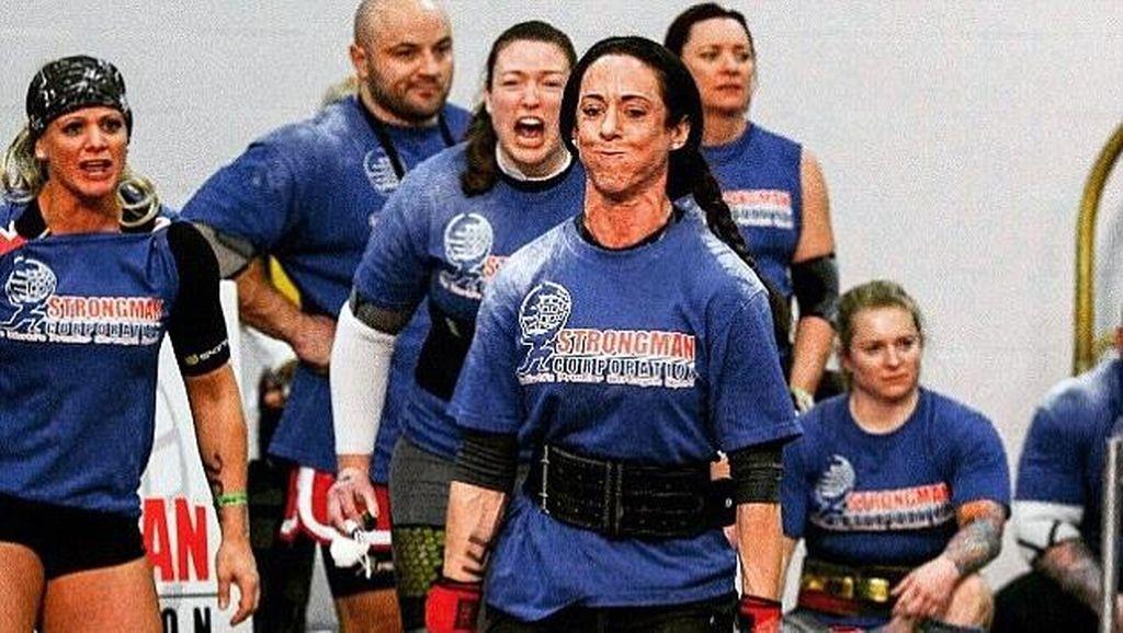 Sosok Wanita Terkuat di Inggris yang Bisa Tarik Truk dengan Tangan Kosong