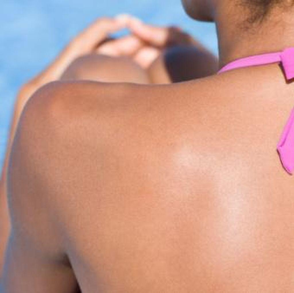 Demi Kesehatan, Saat Liburan ke Pantai Jangan Cuma Bawa Payung