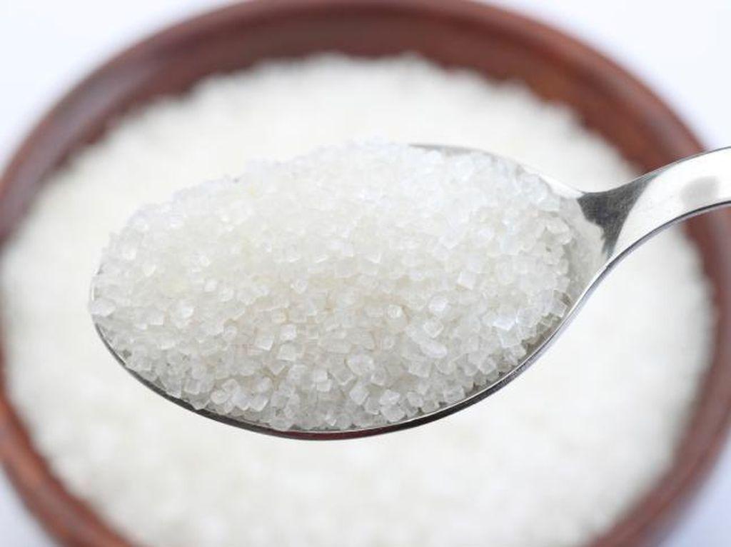 Bukan Dimakan, Ini Cara Konsumsi Gula yang Bisa Menghaluskan Kulit