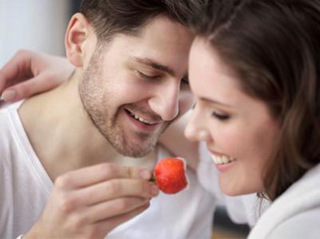 33% Pasangan Pilih Dapur Sebagai Tempat Foreplay Sebelum Bercinta