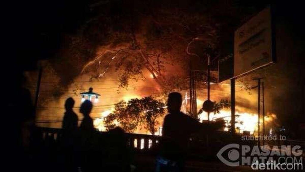 Ridwan Kamil Datangi Lokasi Kebakaran di Jalan Tamansari Bandung