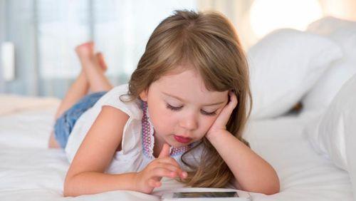 Kecanduan Gadget, Anak Bisa Sulit Berkomunikasi Hingga Dewasa