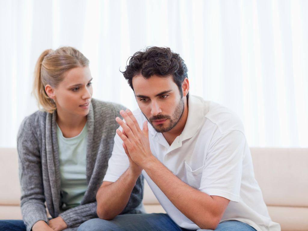 Tanda-tanda Pasangan Suka Mengontrol dalam Hubungan Asmara