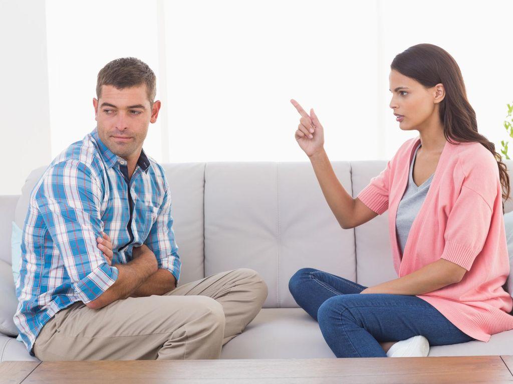 Sering Bertengkar Depan Anak karena Suami Selingkuh
