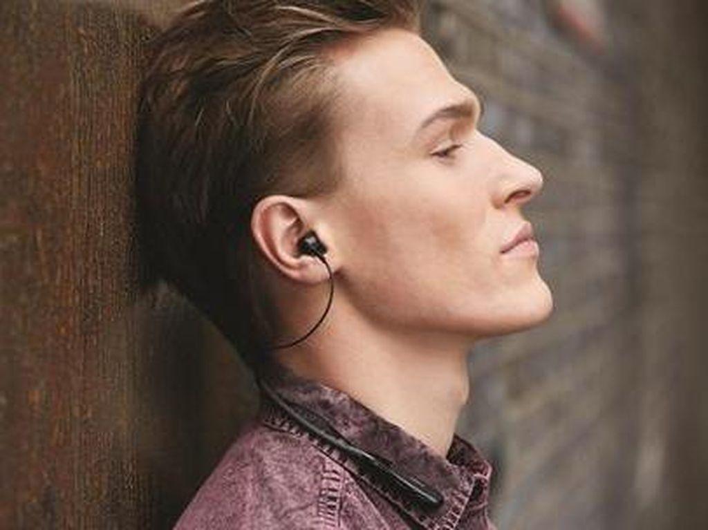 Pakai Rumus Ini Agar Dengarkan Musik Lewat Earphone Tak Bikin Tuli