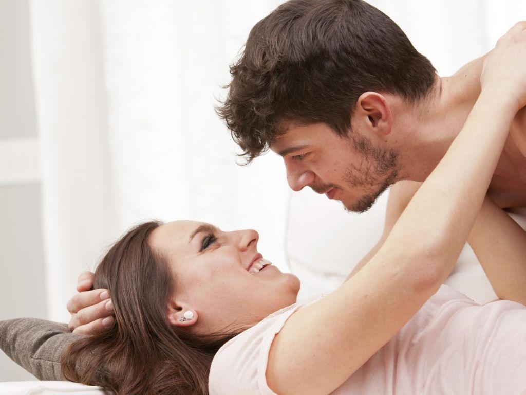 Stimulasi Tangan Istri yang Bisa Membuat Dirinya Bergairah Saat Bercinta