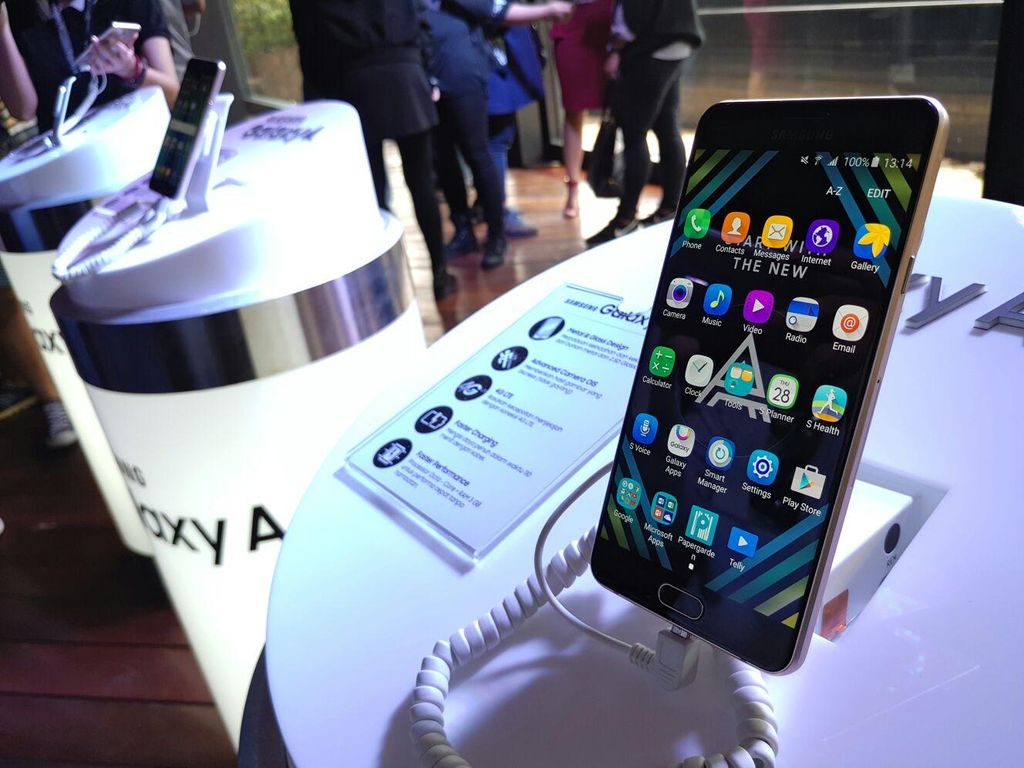 Galaxy A Tampil Bak Ponsel Premium